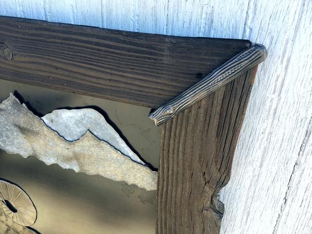 Repurposed-Pallet-Wood-Metal-Accents-Frame